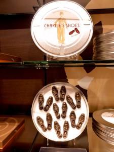 Chaplin-Schuhe Schokolade in Filmdose Vevey 2015-10-10 Foto Elke Backert